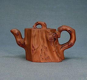 A Modern Yixing Tea Pot With Strong Trunk Form