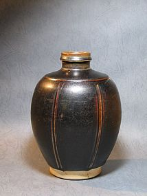 One Fantastic Jizhou Ribbed Jar of Song Dynasty