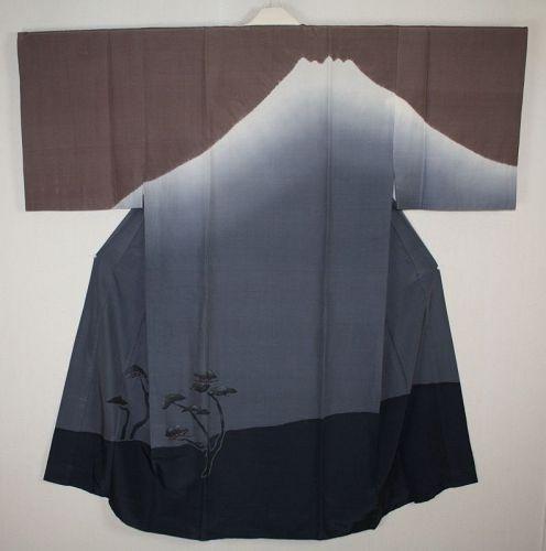 Japanese vintage silk shibori jyuban kimono of Impressive Mount Fuji