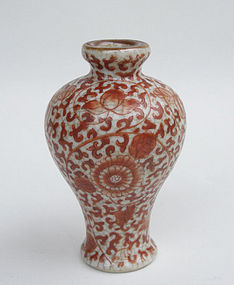 Fine Qing Dynasty Iron Red Small Vase