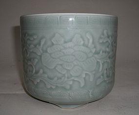 Qianlong Celadon Tripot Censer