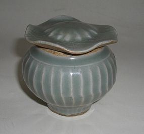 Chinese Song Longquan Celadon Jar and Cover