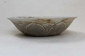 Five Dynasties Yue Mise Bowl With Lotus Pattern, 21,5cm