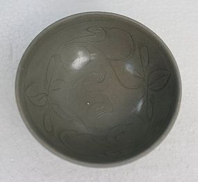 Five Dynasties Yue Bowl with Incised Flower Mtv