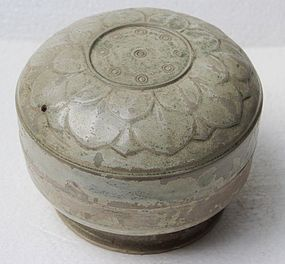 Rare Large Yue Yao Mise Covered Box With Lotus Motive