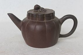 Chinese Yixing Teapot (119)