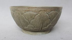 Five Dynasties Yue Yao Incised Lotus Flower Bowl
