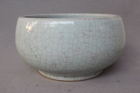 Chinese Qing Dynasty Crackled Glaze Large Bowl, 18th Century