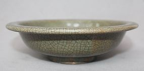 Chinese Qing dynasty Ge Type Bowl
