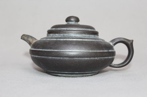 Chinese Yixing Zisha Large Teapot (149)