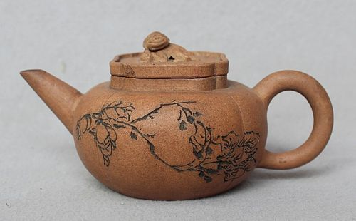 Chinese Yixing Zisha Teapot (154)