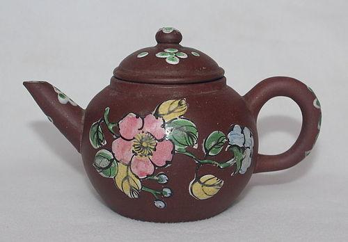 Chinese Yixing Zisha Teapot (167)