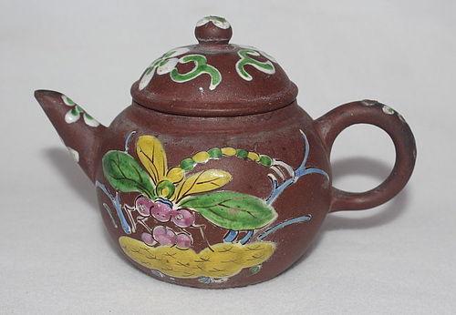 Chinese Yixing Zisha Teapot (168)
