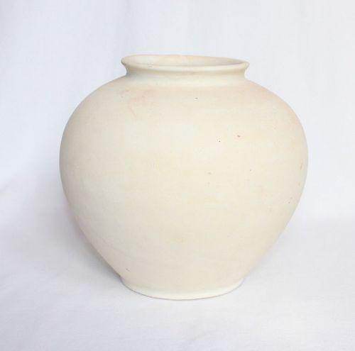 Chinese Tang Dynasty Xing Yao Jar