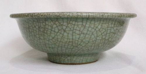 Chinese Qing Dynasty Crackled Glaze Celadon Bowl