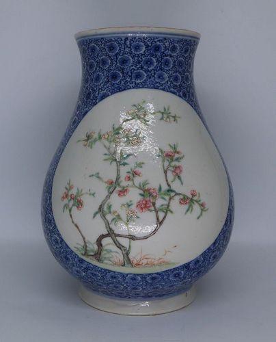 A  ROC Famiile Rose Vase