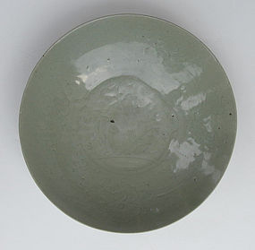 Fine Ming Swatow Celadon Glaze Dish with Incised motive