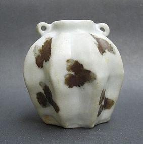 Fine Yuan dyn Octagonal shape Iron Spot Small Jar
