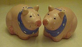 CoCo Dowley Pink pigs in scarf salt & pepper shakers