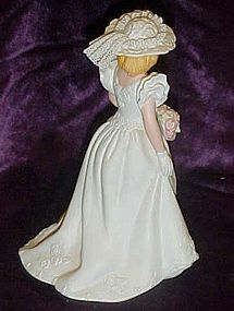 Avon Summer Bride  collectible porcelain figurine 1986