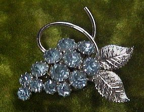 Pretty blue rhinestone grapes cluster pin