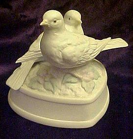 White doves and heart porcelain revolving musical