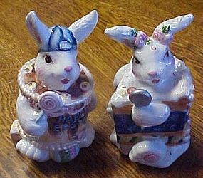 Happy Easter bunny rabbits in a cake s&p shakers
