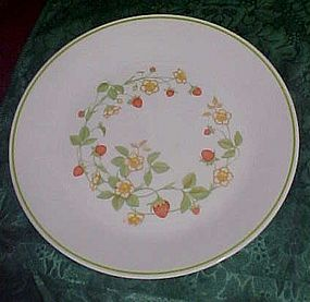 Corning Correlle Strawberry Delight Dinner plate