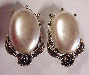 Vintage 11 W 30th St Inc pearly cabochon clip earrings