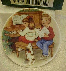 Hallmark Sweet Holiday harmony #6 Plate QX446-1