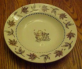 Disney Winnie the Pooh rimmed soup bowl leaves border