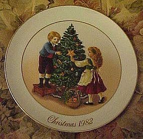 Avon 1982 Keeping the Christmas Memories plate