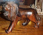 Amazing carved wood roaring lion nice detail