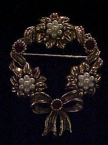 Avon Festive wreath Chistmas pin antiqued gold pearls