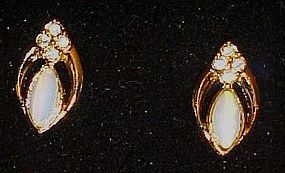 Vintage Avon Opalesque Splendor clip earrings in box