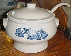 Pfaltzgraff Yorktowne Soup Tureen lid and ladle NICE