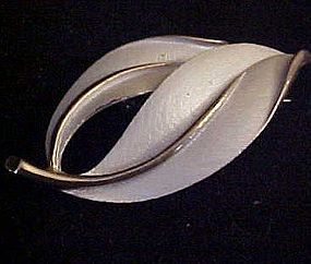 Vintage Sarah Coventry white leaves pin