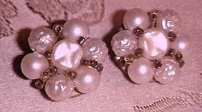 Vintage faux pearls clusters earrings clip backs
