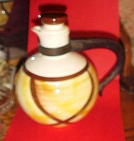 Vernon Ware organdie carafe with lid  bakelite handle