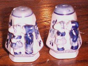 Hand painted blue delft shakers kissing dutch boys and girls Holland
