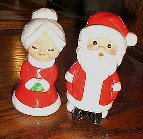 Mr and Mrs Santa Claus salt and peper shakers Korea