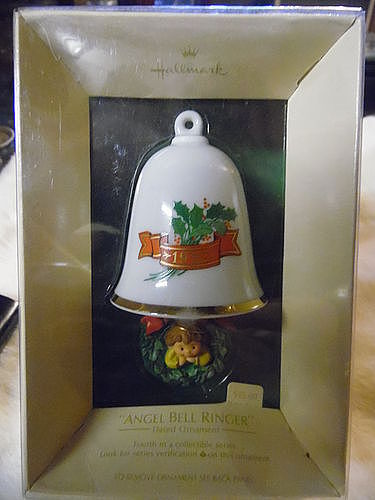 Hallmark 1982 Angel Bellringer  Keepsake ornament MIB