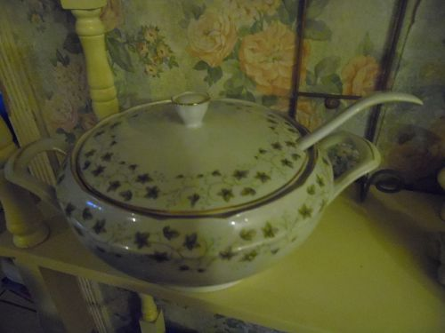 Cmielow Poland Diana Ivy pattern soup tureen with ladle