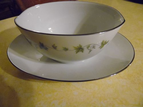Noritake Lexington pattern 6435 gravy boat with attached liner PERFECT