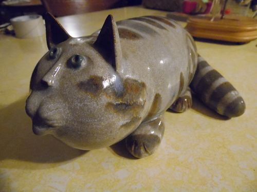 Vintage 1970's Foxlo Studio pottery tabby cat figurine signed