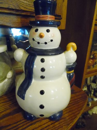 Tabletops Unlimited Snowman with umbrella cookie jar