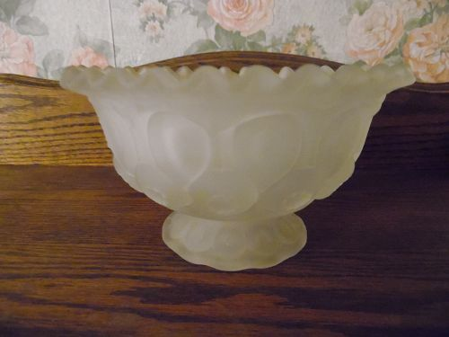 Vintage L.E. Smith Moon and Stars frosted footed bowl ruffle edg