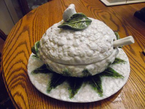 Majolica Portugal Cauliflower Tureen with underplate  348/7  5101
