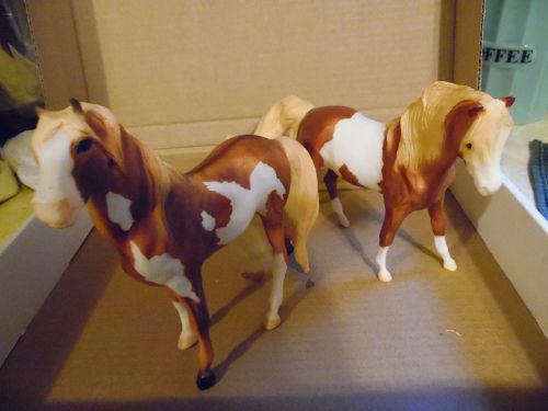 Breyer Pirro Mesteño Sorrel Overo Pinto Mustang  Mare and stallion