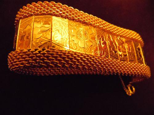 Vintage 40s 50s Hobe  wide gold tone mesh bracelet with floral links